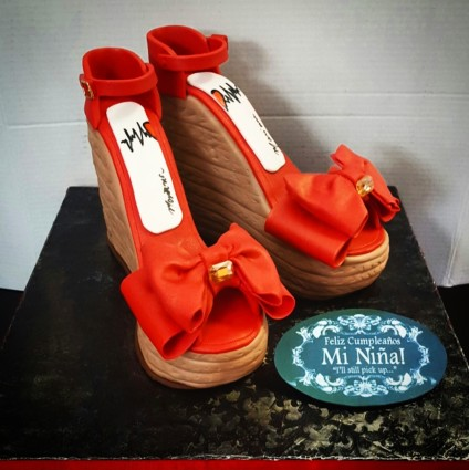 high_heel_shoes_cake